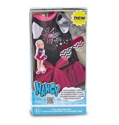 Nancy vestidos un día jugando a Soñar